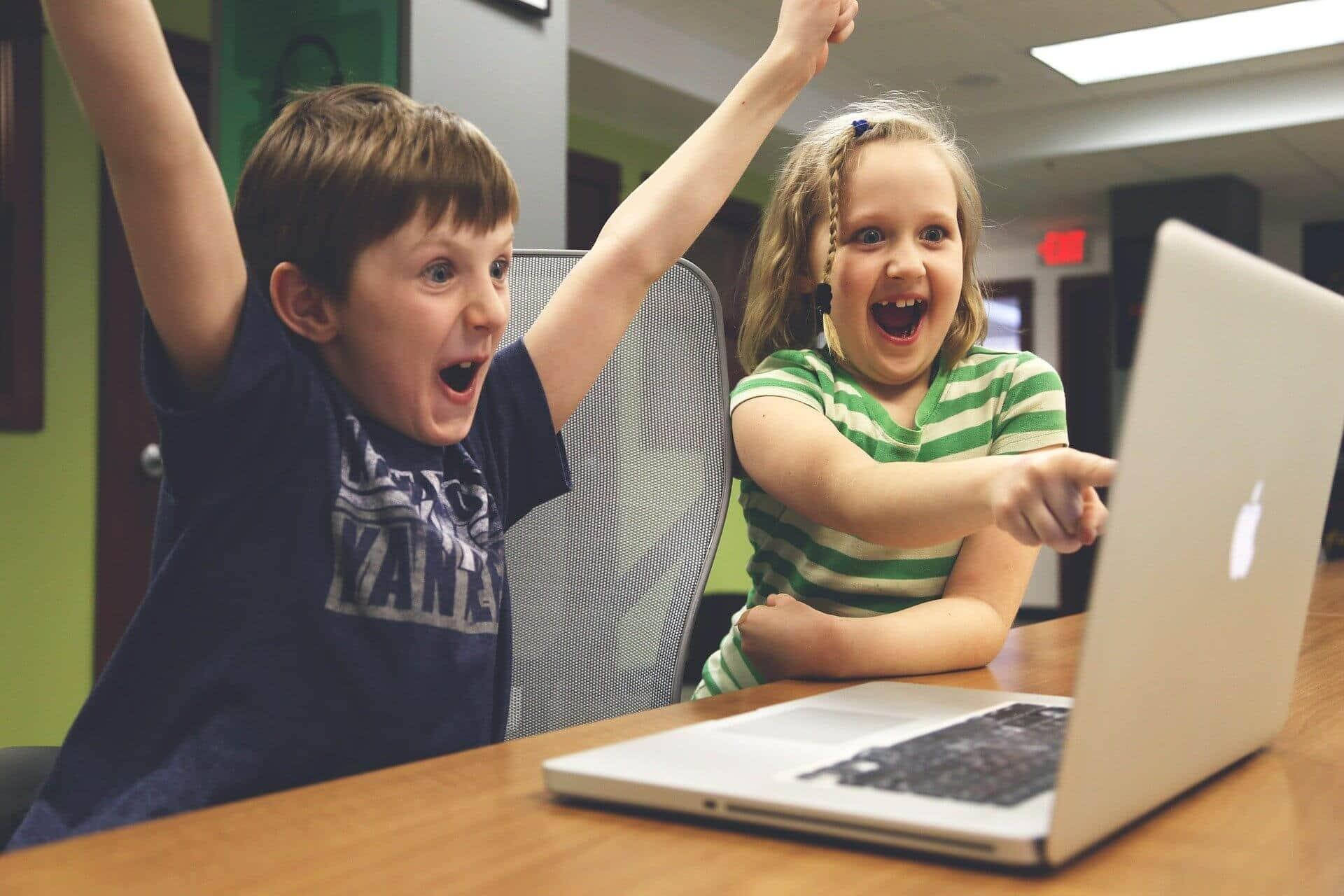 Les dangers liés à la publication des photos de vos enfants sur les réseaux sociaux
